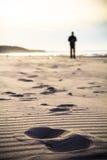 Nordische gehende Personenbeine im Freien tr der Sportlaufwegbewegungsunschärfe Stockbild