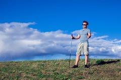 Nordisches Gehen, Übung, das Abenteuer, Konzept wandernd - bemannen Sie das Wandern lizenzfreie stockfotos