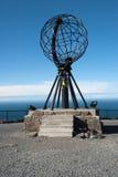 Nordkapp Bolmonument bij het Noordenkaap, Noorwegen Royalty-vrije Stock Foto's