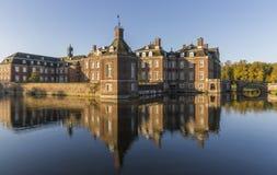 Nordkirchen omgav med vallgrav slotten i Tyskland som var bekant som Versailles av Westphalia Arkivfoton