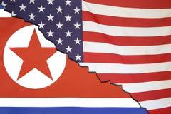 Nordkorea avbrott med USA, flaggabegrepp Royaltyfri Fotografi