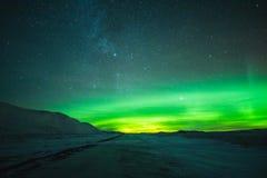 Nordlicht in den Bergen stockfotografie
