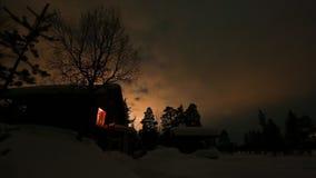 Nordlichter über gefrorenem Land über Arktis in Finnland stock video footage
