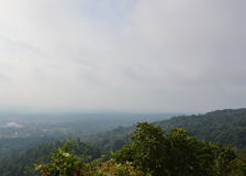 Nordlig räkning för Thailand bygdlandskap vid dimmigt i morgon Arkivbild