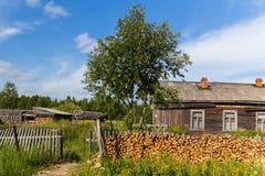 Nordlig rysk by royaltyfri bild