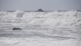 Nordliga Kalifornien vågor stock video