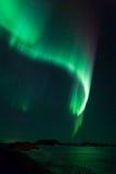 Nordliga lampor över den djupfryst laken Myvatn i Island Arkivbilder