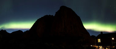 Nordliga ljus över Hamnoy II Royaltyfri Foto