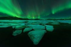 Nordliga ljus (Aurora Borealis) i Island Arkivfoton