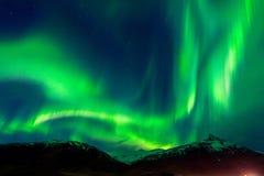 Nordliga ljus Aurora Borealis på natten royaltyfria bilder