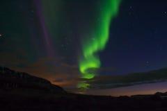 Nordliga ljus med en sankeform Arkivfoto