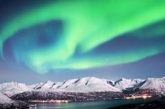Nordliga ljus ovanför fjordar i Norge Royaltyfria Foton