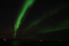 Nordliga ljus på Bremnes nära Harstad, Norge Arkivbilder