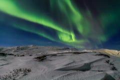 Nordliga ljus på kusten av det arktiska havet Arkivbild