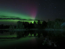 Nordliga reflexioner Dans av de nordliga ljusen royaltyfria bilder