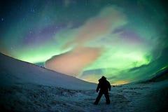 Nordliga Sverige - morgonrodnad för nordliga ljus royaltyfria foton