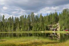 Nordligt landskap med sjön royaltyfria bilder