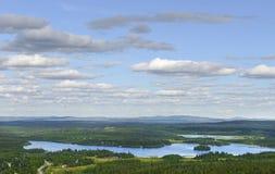 Nordligt landskap med sjön Royaltyfri Foto