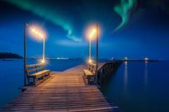 Nordligt ljus och natthimmel royaltyfri fotografi