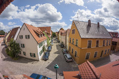 Nordlingen是浪漫路的一个历史的城市在巴伐利亚,德国 库存照片