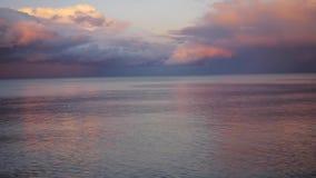 Nordnaturlandschaft des Sonnenuntergangs auf See stock video