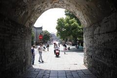 Nordstraße hinter Zhaoming Tai in Xiangyang-Stadt (Hubei, China) Stockfotografie