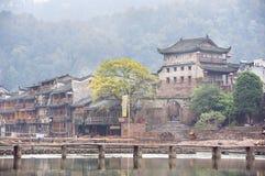 Nordtor-Turm und Tuojiang-Fluss in Fenghuang, Provinz Hunan, China Stockfotos