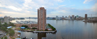 Norfolk och Elizabeth River panorama, Virginia Royaltyfria Bilder