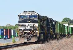 Norfolk Southern locomotive 9808 pulls train Stock Photos