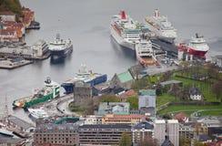 NORGE BERGEN - MAJ 15, 2012: Sikt av den Vagen fjärden i mitten av staden av Bergen i det Hordaland länet Arkivbild