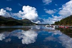 Norge - fjord reflexion royaltyfri bild