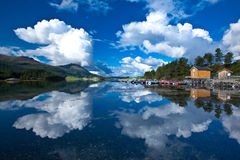 Norge - fjord reflexion arkivbild