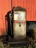Norge - gammal bensinpump Fotografering för Bildbyråer