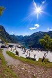 NORGE Geiranger fjord - JULI 20,2016: Beskåda punkt Geiranger Arkivfoton