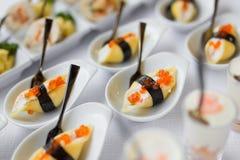 Nori rueda con el caviar rojo Fotos de archivo