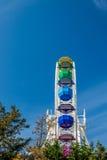 Noria colorida grande, parque de Tibidabo, Barcelona, Cataluña, España Fotos de archivo libres de regalías