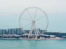 Noria en la ciudad de Dubai imagen de archivo libre de regalías