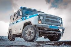 NORILSK, RÚSSIA - 4 DE MAIO DE 2015: Os carros-patrulha da polícia do russo da fiscalização do automóvel do estado estacionaram n Imagens de Stock Royalty Free