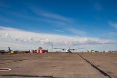 Norilsk Ryssland - Juni 27, 2017: Nivå på landningsbanan av den Norilsk flygplatsen Arkivbilder