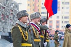 NORILSK RYSSLAND - MAJ 9, 2016: Militären ståtar i Norilsk Arkivfoton