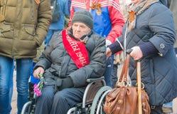 NORILSK RYSSLAND - MAJ 9, 2016: Procession av veteran av det stora patriotiska kriget Royaltyfria Foton