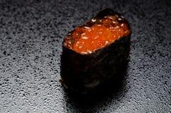 Norimaki saumoné d'oeufs de poisson Images libres de droits