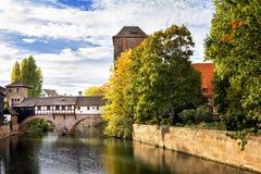 Norimberga, ponte del ` s della boia sopra il fiume di Pegnitz Franconia, Germania fotografia stock