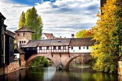 Norimberga, ponte del ` s della boia sopra il fiume di Pegnitz Franconia, Germania fotografie stock libere da diritti