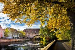 Norimberga, ponte di Schlayer Hallergate sopra il fiume di Pegnitz Franconia, Germania fotografia stock