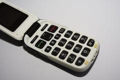 normal mobil telefon Enkelt, alltför förenklat och gammalmodigt bläddra telefonen arkivfoto