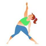 Normal una pequeña mujer gorda que hace yoga Foto de archivo libre de regalías