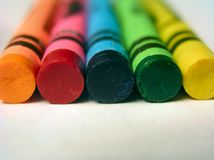 normala färgcrayons Arkivbilder