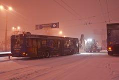 Der Blizzard auf der Straße Lizenzfreies Stockfoto