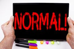 Normalny tekst pisać na pastylce, komputer w biurze z markierem, pióro, materiały Biznesowy pojęcie dla zaufania Anormalny Norma obrazy royalty free